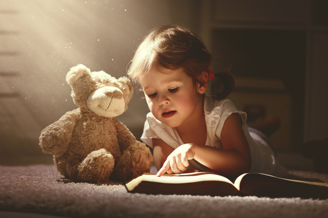 xaa019c5be4689fa2af930fa2f659cbfc5edb4a39_child-reading-with-teddy-bear.jpg.pagespeed.ic.WX2AkLitcN